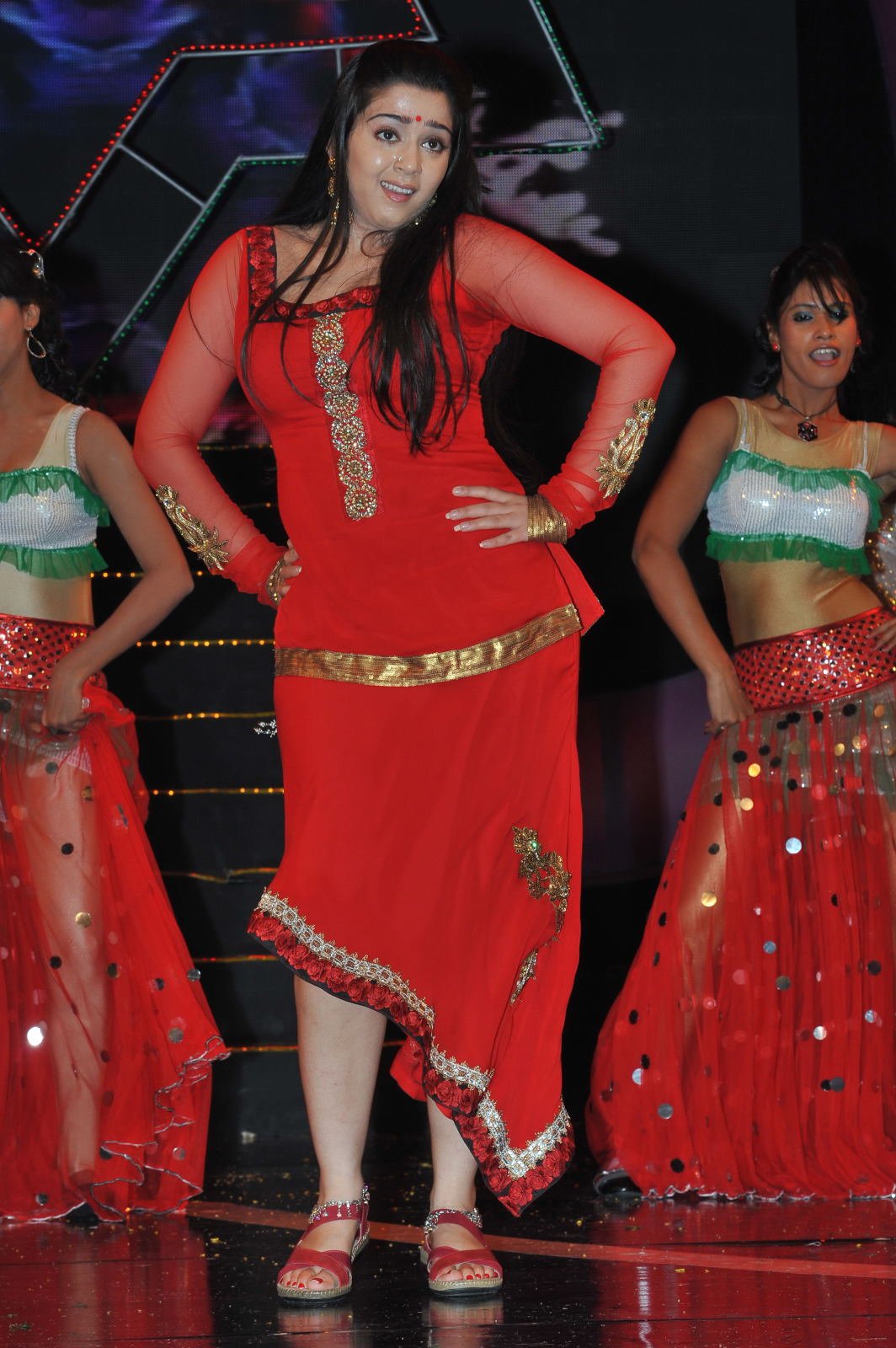Heroines Dance Photos At Cinemaa Awards 2012: Actress Hot Dance Stage Performance @ Maa Music Awards