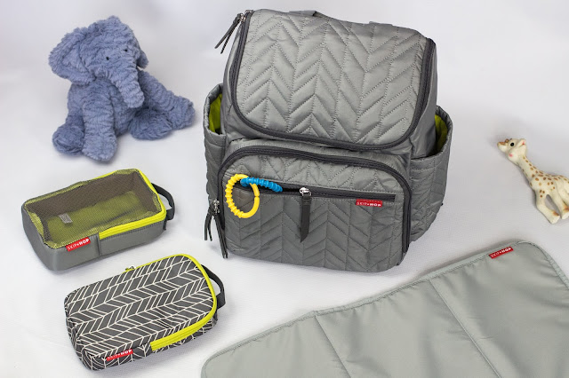 The Forma changing bag, the 2 storage queues and the changing mat