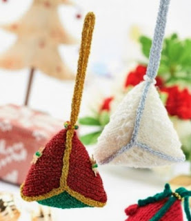 http://www.letsknit.co.uk/free-knitting-patterns/christmas-decorations1