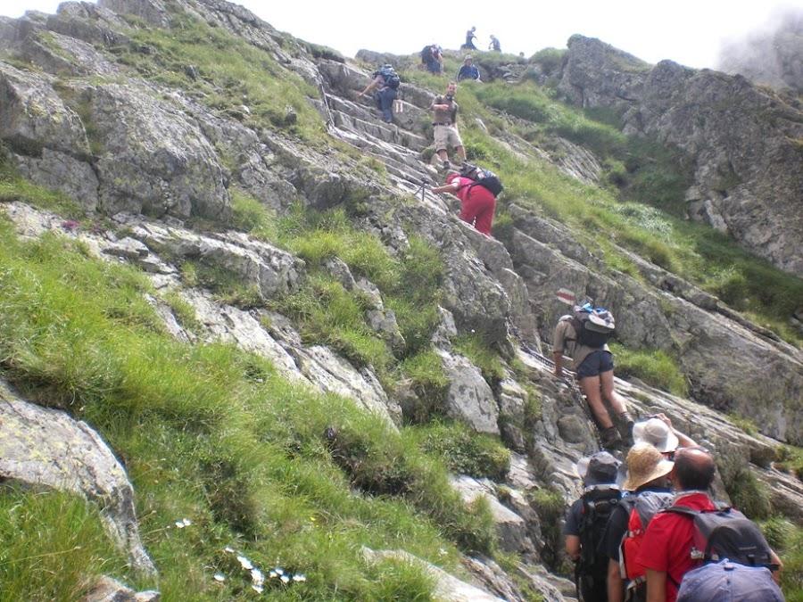 trekking-los-carpatos-pequeñas-trepadas-en-roca-rumania