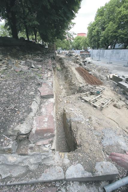 Фундамент палацу є найдавнішою кам'яною спорудою періоду Київської Русі у Східній Європі