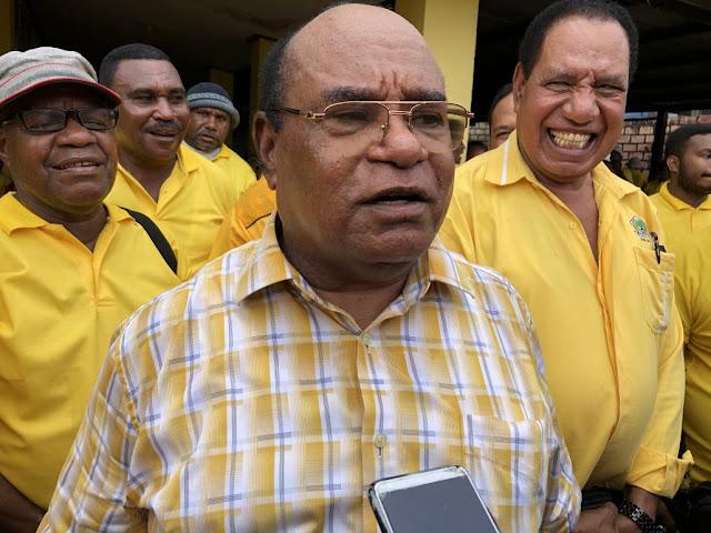 Wali Kota Sorong Lambert Jitmau: