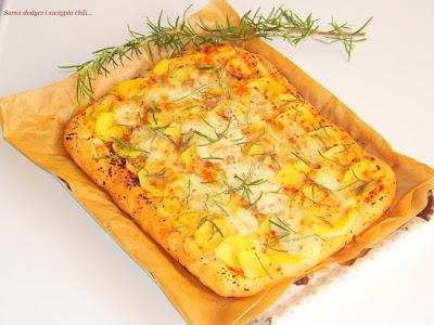 http://samaslodyczuasi.blogspot.com/2016/09/pizza-z-ziemniakami-suszonymi.html#more