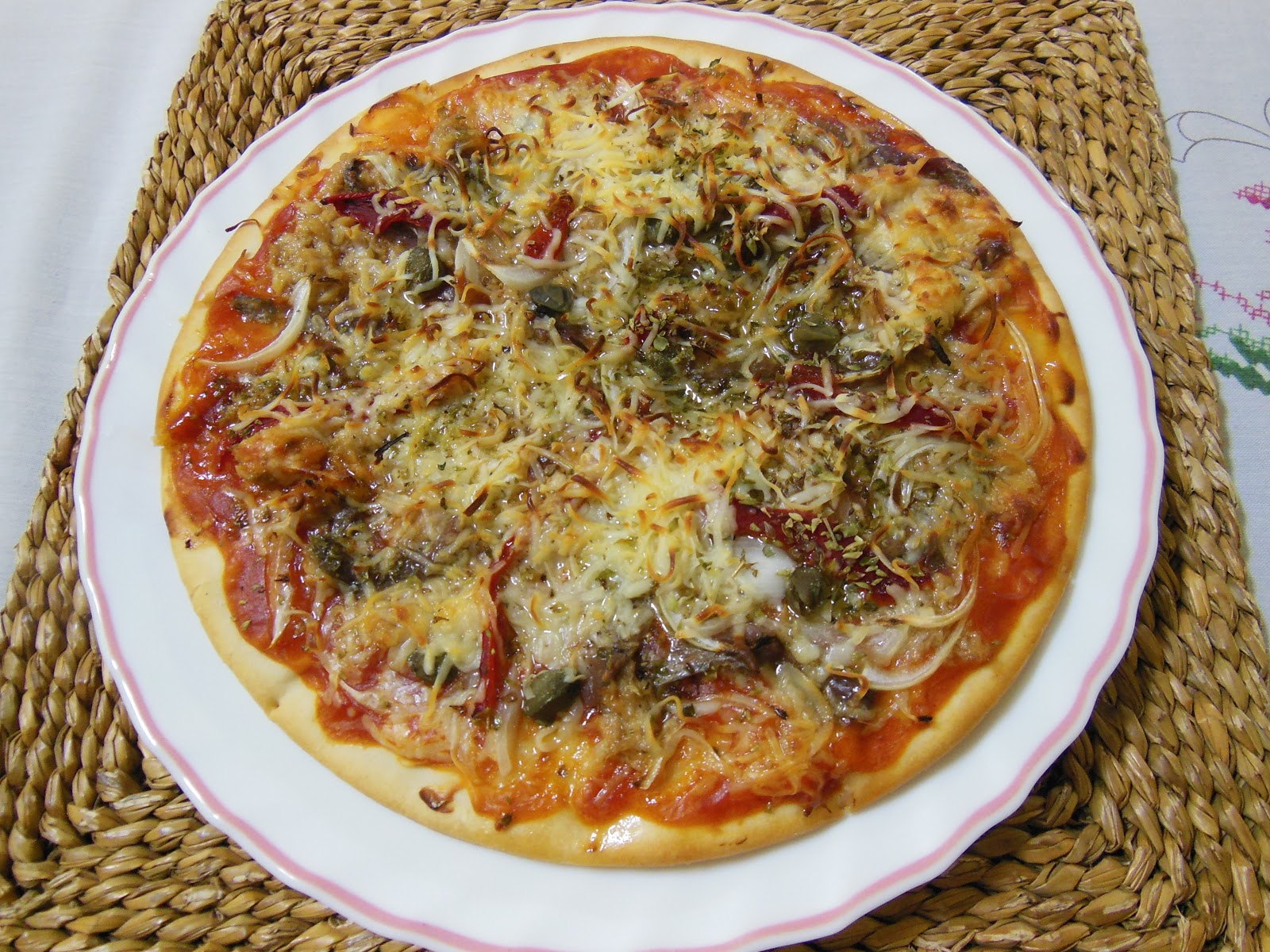 PIZZA ATUN Y ANCHOAS (1)