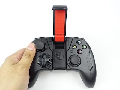 [開箱] CONTOUR iOS專用藍芽無線手遊電競手把 射擊遊戲還是要用搖桿比較好玩 DSC00437