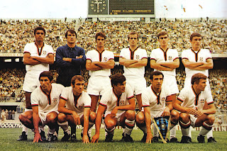 Cagliari's 1969-70 team - Comunardo Niccolai is on the back row, fourth from the left