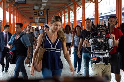 Grazi Massafera grava cena de 'Bom Sucesso' na Central do Brasil — Foto: Isabella Pinheiro/Gshow