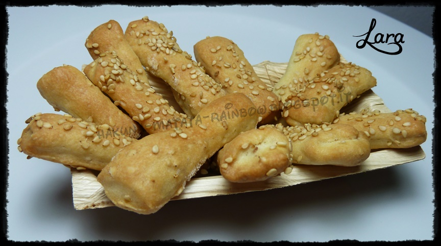 http://cucinaconlara.blogspot.it/2015/02/simil-bibanesi-mini-grissini-al-sesamo.html