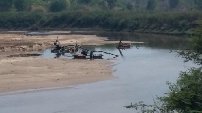 Gia Lai: Ngang nhiên khai thác cát không phép để xây dựng thủy điện