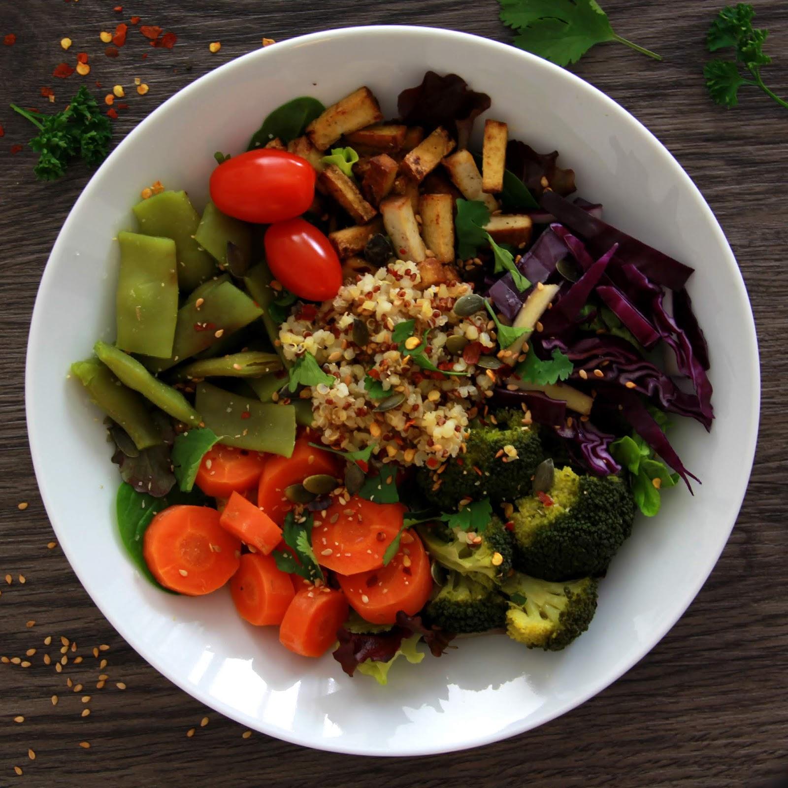 Buddhabowl quinoa, carottes, choux et tofu