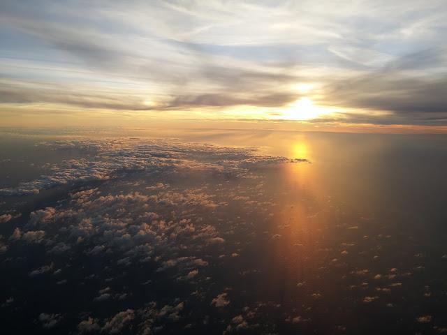 Salida del Sol desde el avión
