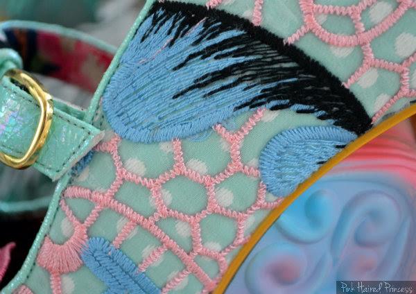 Aquata feather design uppers detail