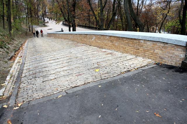 Спуск на нижнюю террасу Владимирской горки после реконструкции