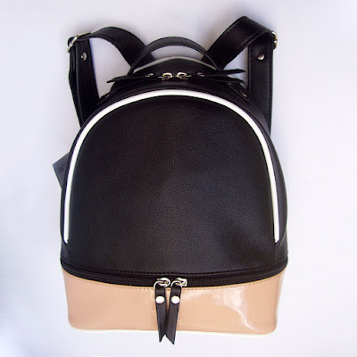 Mini Mochila Combinada en negro, charol nude y blanco