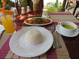 ミャンマーのえびカレー