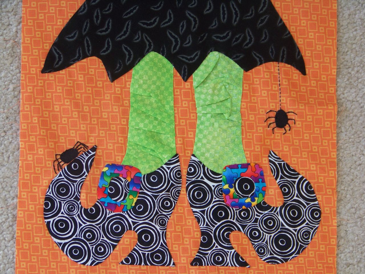Itsy Bitsy Spiders Wall Hanging Tutorial At AJs Bowtique Halloween Pumpkin Quilt