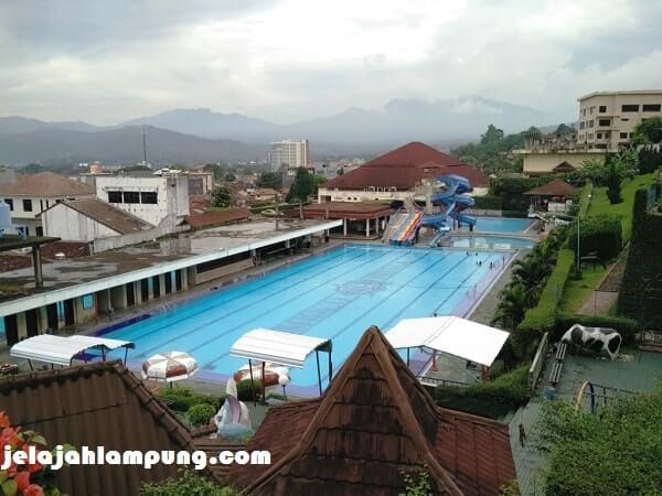 kolam renang marcopolo