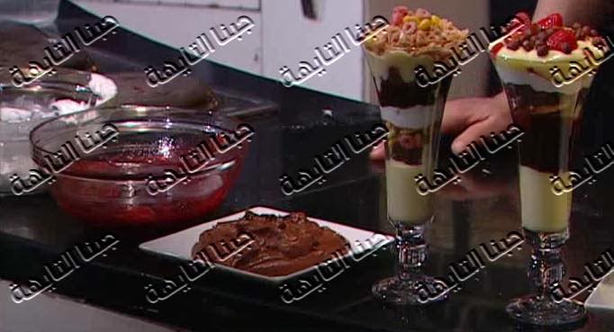 بالفيديو طريقة عمل الكريمات وكاسات الترايفل للشيف خالد على