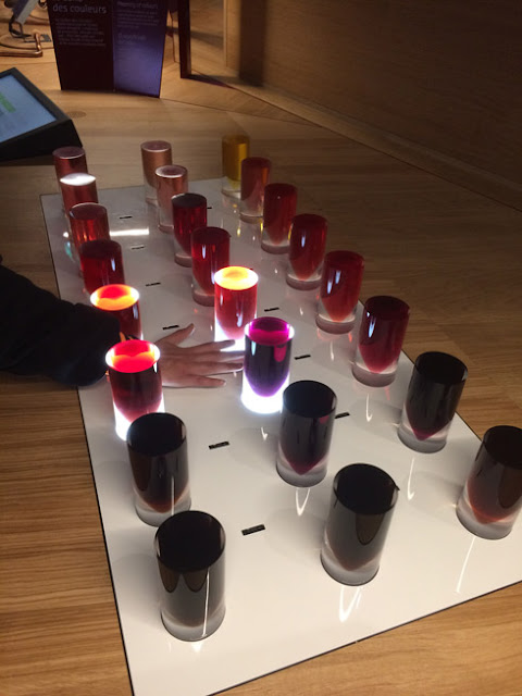 Colores del vino. Juego interactivo. Citè du Vin. Burdeos. turistacompulsiva.com