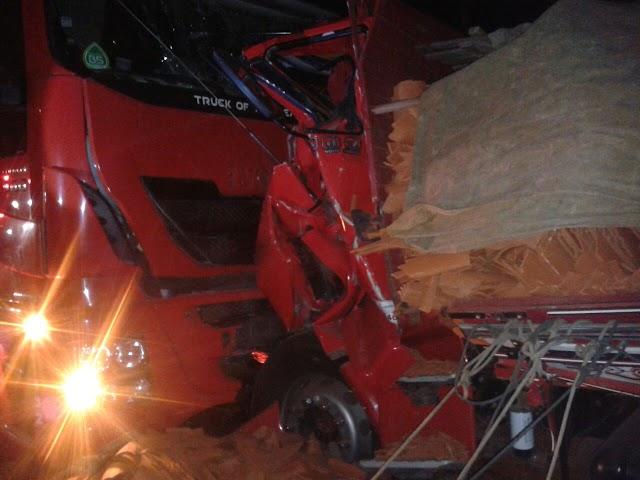 Icó-CE: acidente envolvendo um caminhão e uma carreta na BR-116 deixa um morto