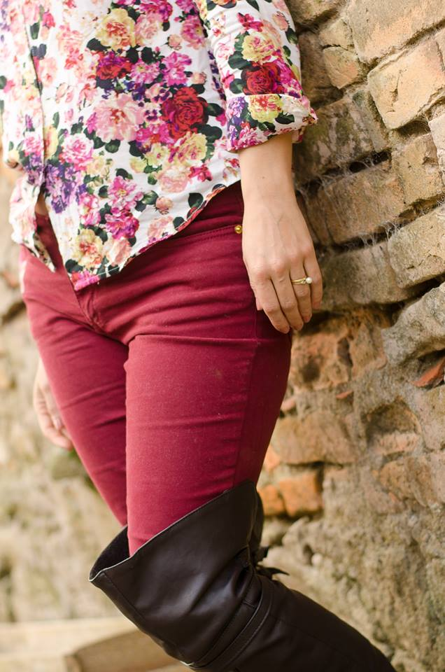 Camisa floral, skinny vinho, over the knee