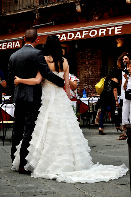 Bride and Groom on the Piazza del Campo in Siena, Italy | Taste As You Go