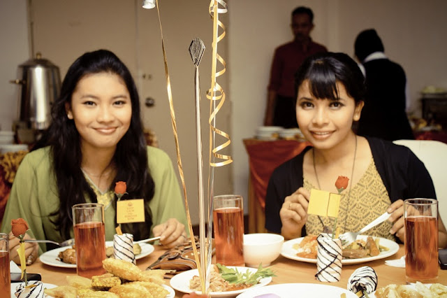 dinner tips, minggu suaikenal, tema party, prom party, halloween, costume party, friendship, beautiful malay, gadis hot, call girl, final dinner, traditional cuisine