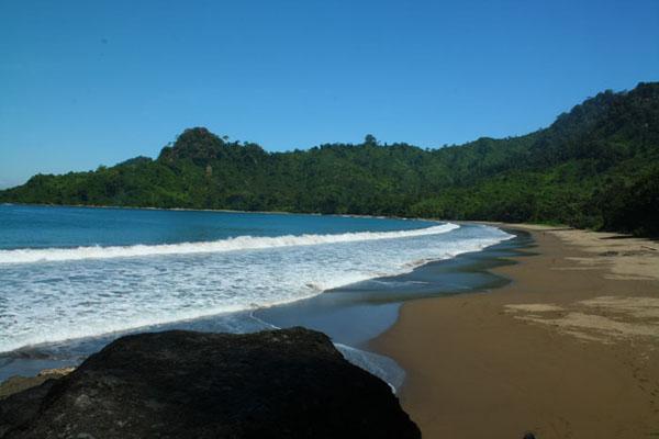 Pantai+Bandealit2.jpg