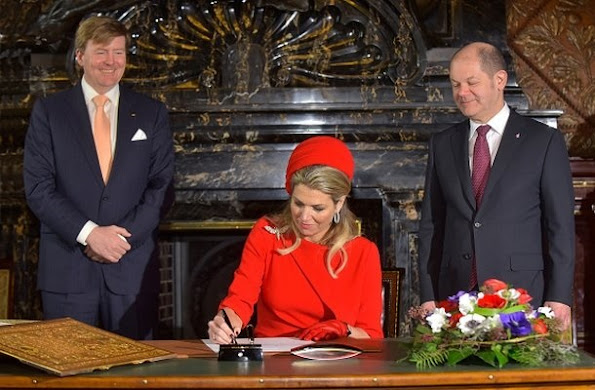 Queen Maxima and King Willem-Alexander will pay a two days official visit to France on March 10, 2016 as the guests of President François Hollande. Ministry of Foreign Trade and Development Cooperation of Netherlands will accompany the royal couple.