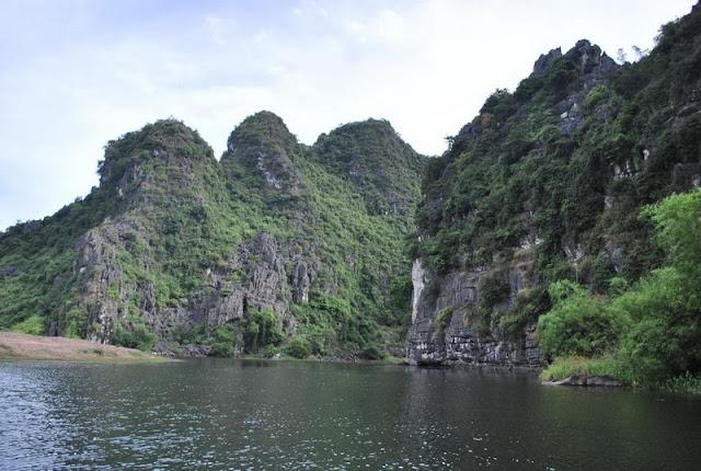 Boat trip in Trang An