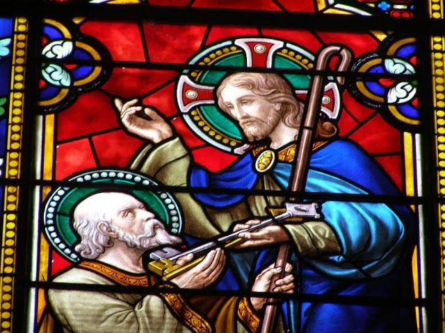 Pierre, vitrail de la collégiale de Montbrison ©Dédrade