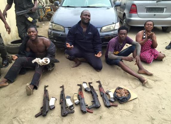 Photo: River State Police Command arrests 4 suspected criminals, recovers arms and vehicles