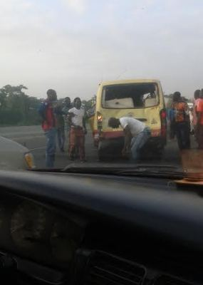 Photos From The Fatal Accident Along Lagos-ibadan Expressway This Morning