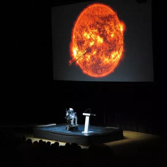 Stephen Hawking durante palestra