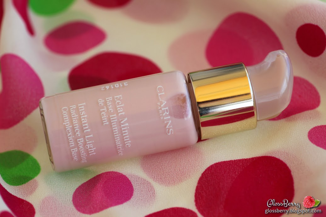 clarins instant light radiance boosting complexion base 01 rose review swatch סקירה בסיס מואר קלרינס בלוג איפור וטיפוח גלוסברי glossberry