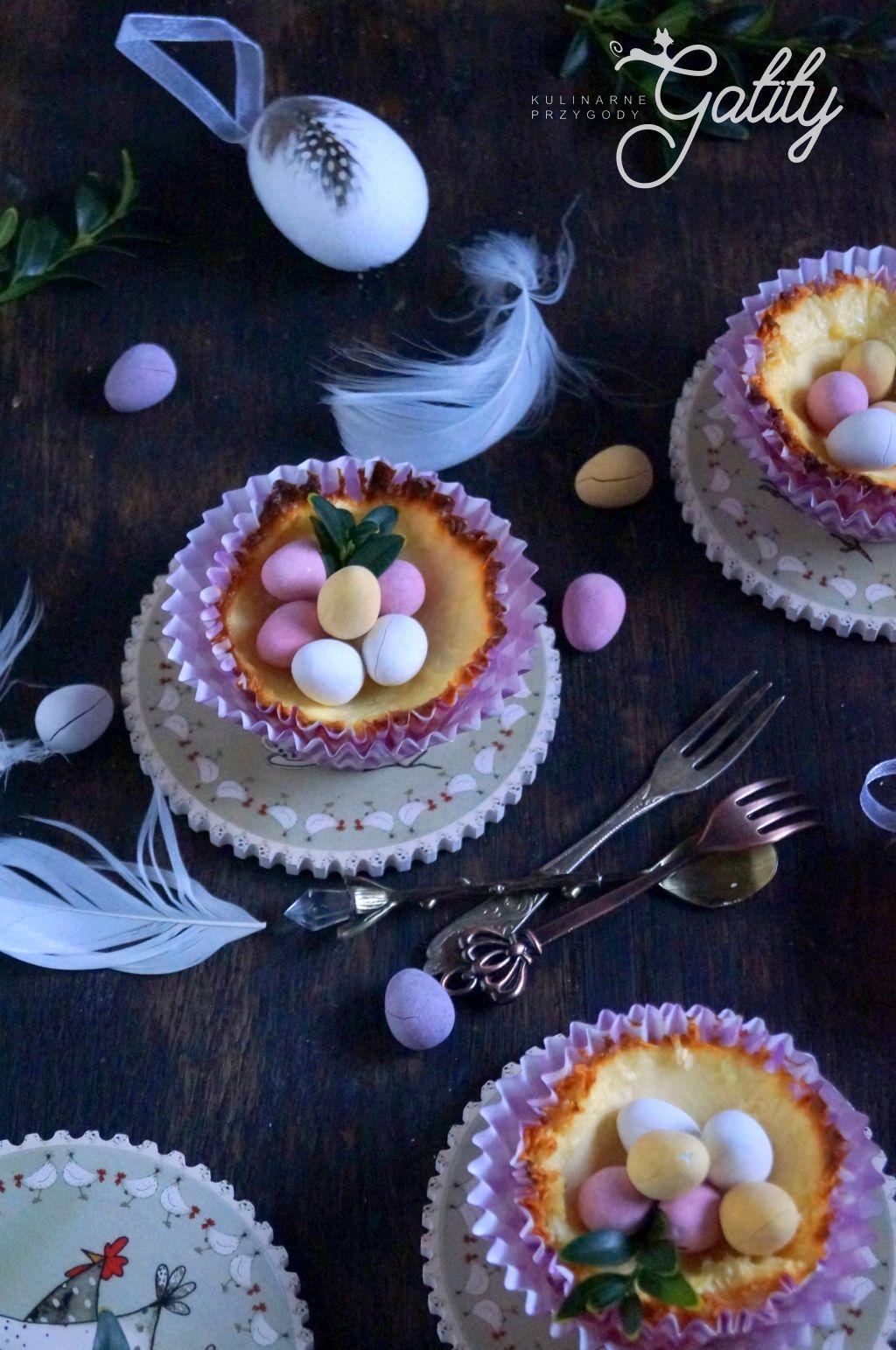 mini-serniczki-z-kolorowymi-jajkami
