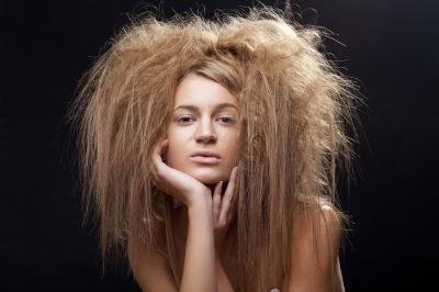 rambut wanita yang berminyak