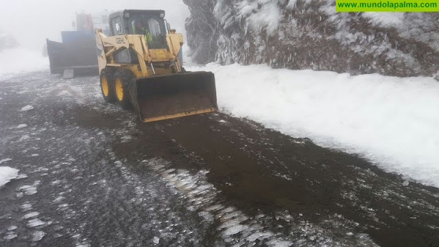 La nieve continúa complicando las labores de mantenimiento en los accesos al Roque