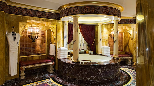 10 Palatial Bathroom Ideas from Around the World