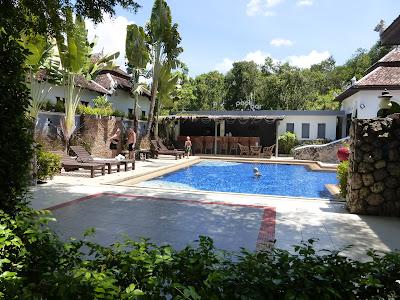 Piscina hotel Mandawee Resort, Krabi, Tailandia, La vuelta al mundo de Asun y Ricardo, vuelta al mundo, round the world, mundoporlibre.com