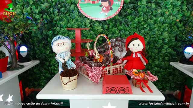 Mesa decorada tema Chapeuzinho Vermelho