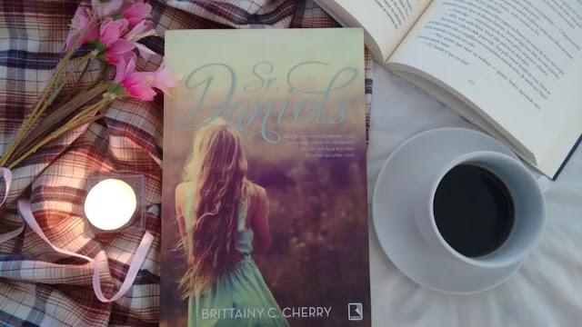 [Resenha] Sr. Daniels | Brittany C. Cherry