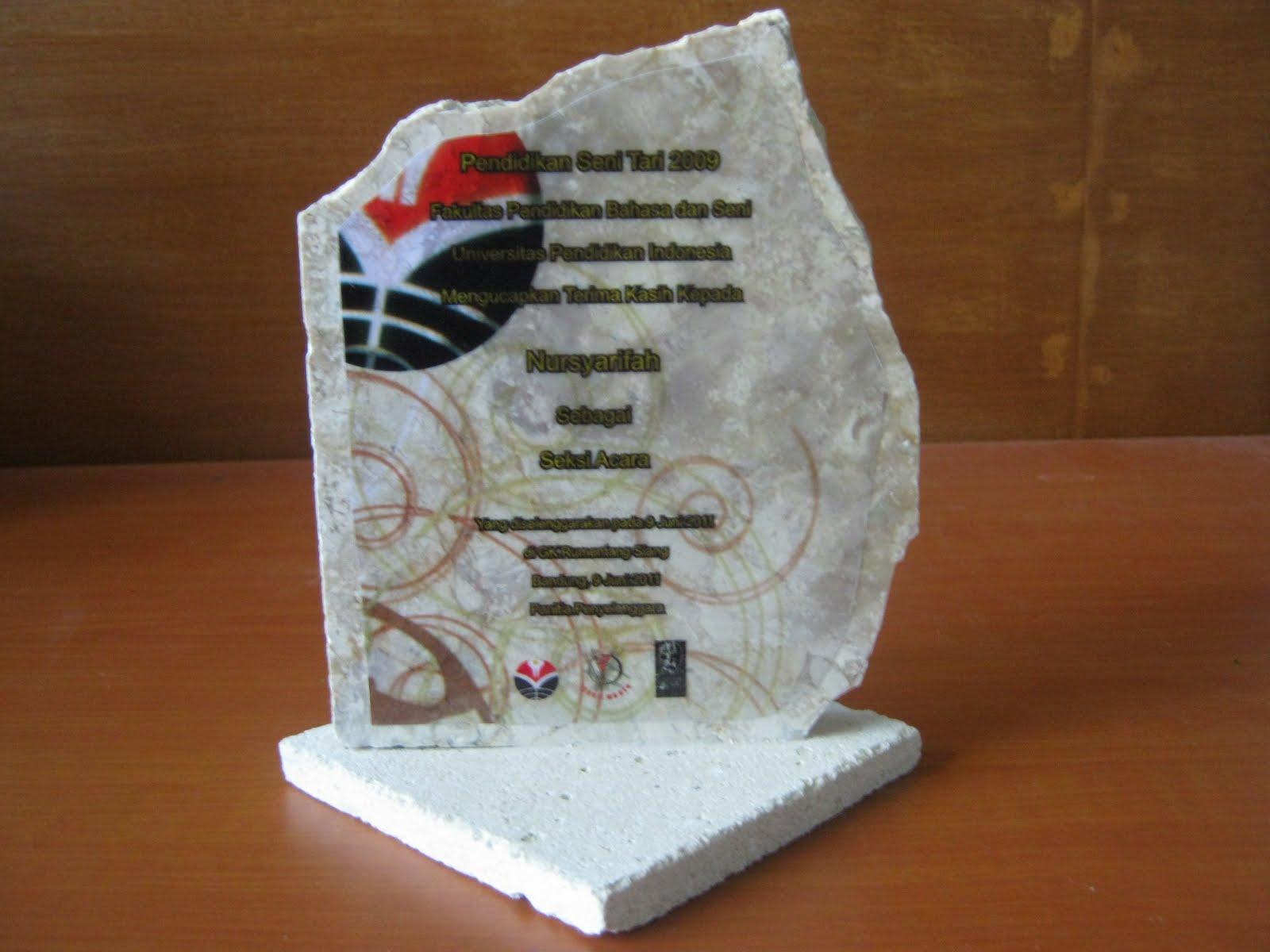 INSAN GROUP 1410: Desain plakat dari bahan batu marmer