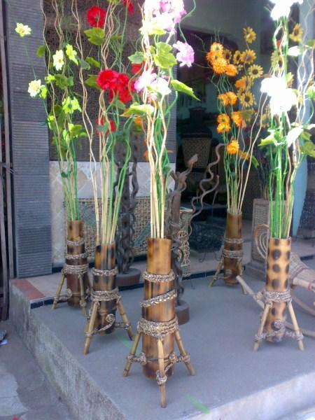 Pot Bambu Petung Dan Bunga Ulir Rumah Minimalis Modern