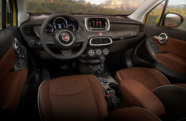 Interior view of 2017 Fiat 500X Trekking