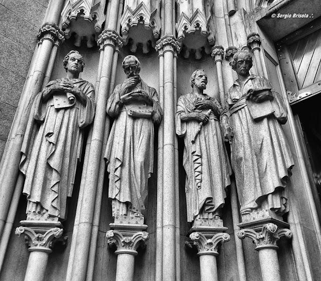 Close-up das Esculturas Os Profetas na Catedral da Sé - São Paulo