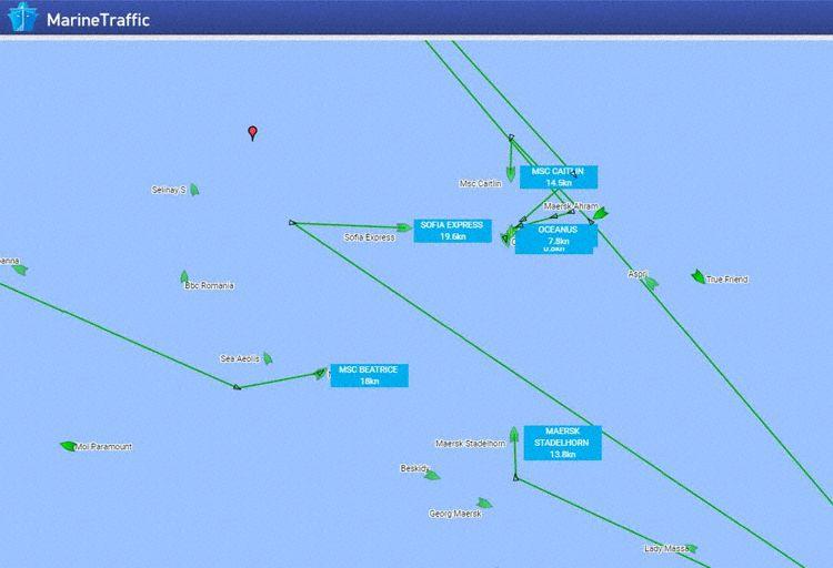 À esquerda, Número de navios que se destina em sentido à área (Gráficos: MarineTraffic):