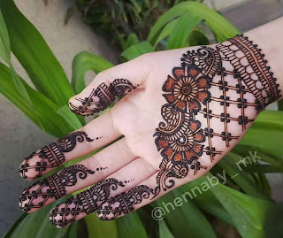 Dufferent mehandi deaigns also attract peoples.