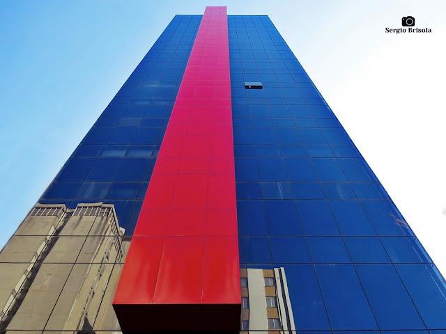 Perspectiva inferior da fachada do Pacific Office Center - Liberdade - São Paulo