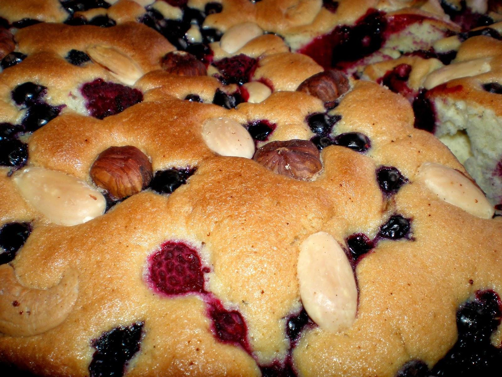 Pandișpan cu fructe și sâmburi